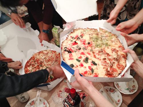 読書会後のピザパーティー